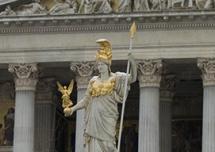 Statue Pallas Athene vor dem Parlament